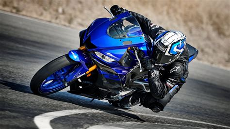 2019 Yamaha YZF-R3 Pictures, Photos, Wallpapers