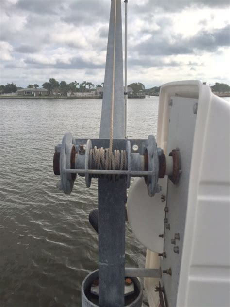ACE 2000 LBS Davit Piling Mount Electric $500 - The Hull